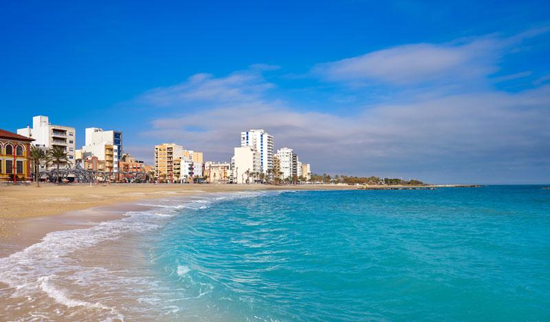 Sporten op het strand in Valencia